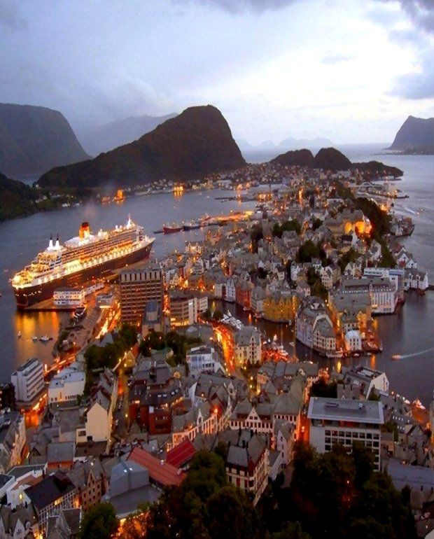 Ålesund at night, Mø